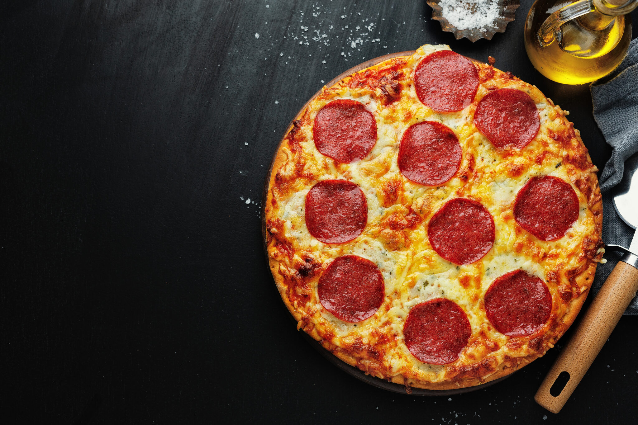 pizza with salami and cheese on pizza box D2UQL8Q